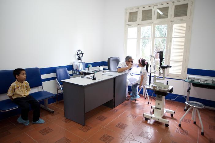 Phòng khám Mắt Việt - Nga