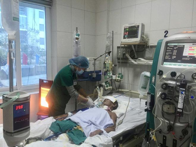 Các bệnh viện ở Hà Nội tăng cường chăn ấm, máy sưởi cho người bệnh