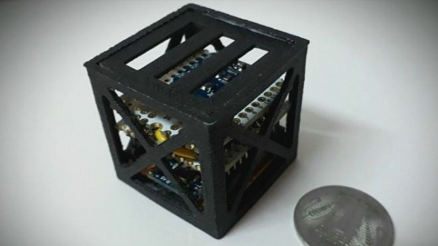 Vệ tinh nhẹ nhất thế giới được tạo ra bởi một học sinh người Ấn Độ