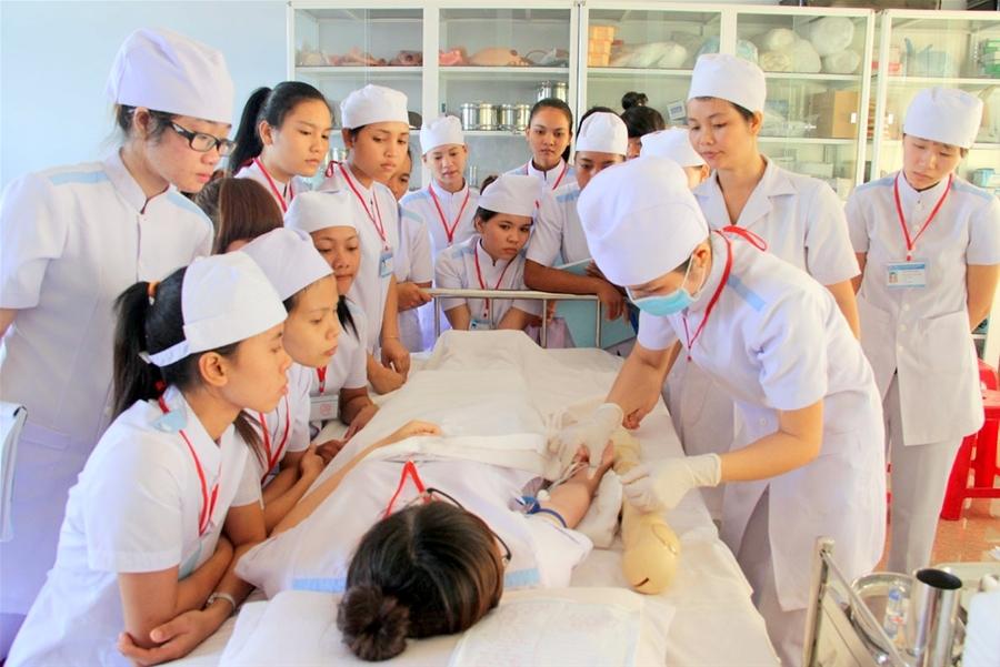 Những bất cập trong việc đổi mới đào tạo nhân lực y tế